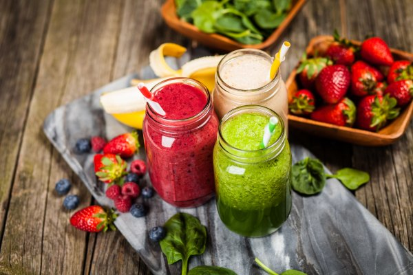 fruit smoothies green red jars blenders