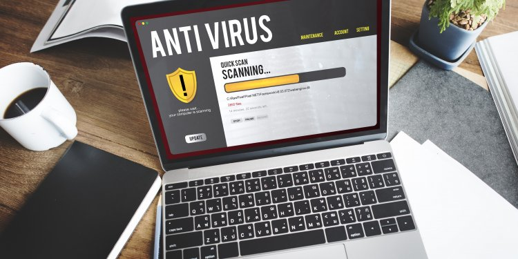 Antivirus program scanning computer