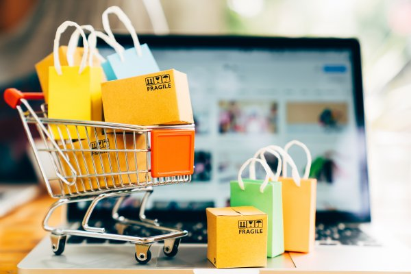 ecommerce shopping cart jimdo boxes packages in shopping cart on laptop