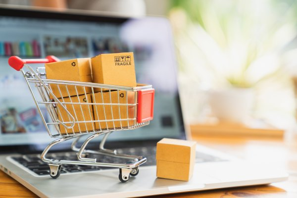 pinnacle cart ecommerce shopping cart shopping cart with boxes on laptop
