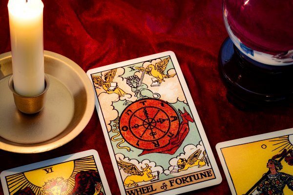 psychic services keen kasamba comparisom tarot cards lit candle