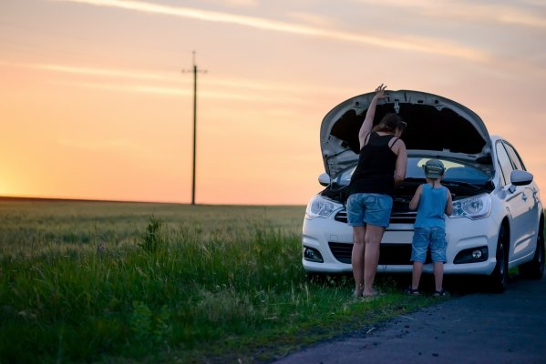toco warranty extended car warranty service features car trouble breakdown mom and child looking under the hood car by the side of the road next to field