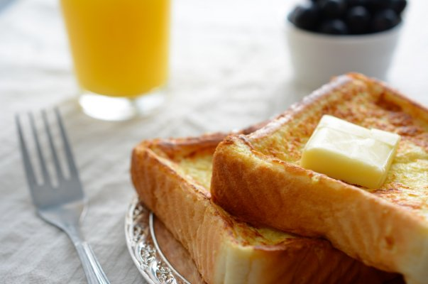 butter on toast fork orange juice pop up toasters breakfast
