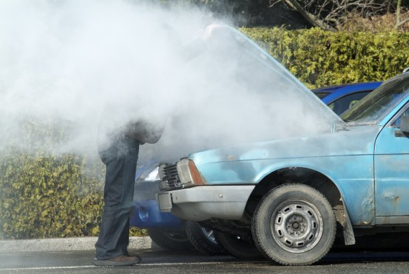 man on the side of the road smoke under the hood blue car breakdown extended car warranty easycare