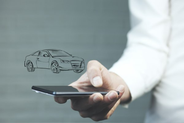car insurance root insurance app man in white shirt holding smartphone car drawing above phone