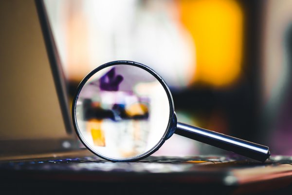 magnifying glass on laptop background check truthfinder